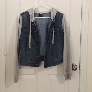 Denim jacket w sweatshirt hood